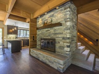 Elegant, renovated home w/ private hot tub, SHARC passes - Sunriver vacation rentals