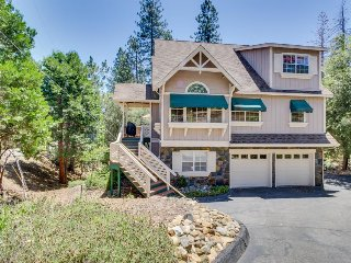 Modern home w/ game room, shared pool, lake access, near Yosemite! - Groveland vacation rentals