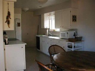 Cozy cabin w/foosball table, close beach access, shared pool - close to Yosemite - Groveland vacation rentals