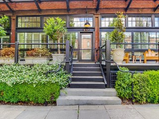 Luxury Pearl District townhome with a deck and gourmet kitchen! - Portland vacation rentals