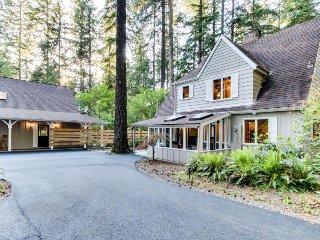 Stunning riverside property w/ fireplace, deck, grill, & more! - McKenzie Bridge vacation rentals