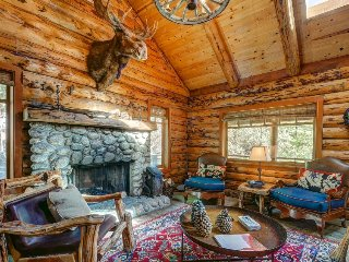 Gorgeous log cabin in the mountains w/ wood fireplace & detached guesthouse - Idyllwild vacation rentals