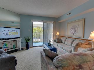 Cozy condo with seasonal pool located just blocks from the beach! - Treasure Island vacation rentals