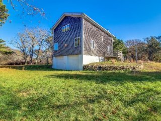 Secluded island cottage w/large deck, wood stove & cozy vibe - Edgartown vacation rentals