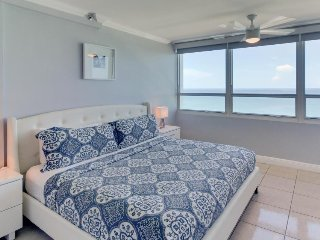 Cute oceanfront condo w/ shared pool and other resort amenities - Miami Beach vacation rentals