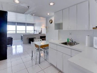 Stylish studio w/bay views, beach access, & resort amenities - Miami Beach vacation rentals