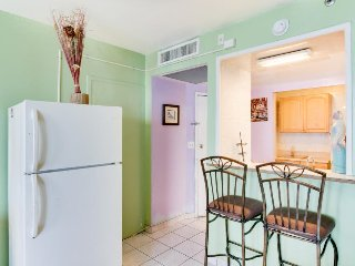 Colorful, charming, direct access to beach, pool - Miami Beach vacation rentals