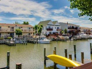 Cozy bayfont condo w/prime location near attractions & dock access - Ocean City vacation rentals