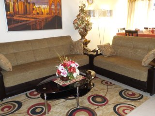 well furnished 4 BEDROOM apt with all amenities - New York City vacation rentals