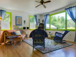 Lakefront cottage with a deck, close to ferries & beaches! - Oak Bluffs vacation rentals