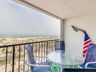 Cozy oceanfront condo w/sweeping views - walk to beach! - Ocean City vacation rentals