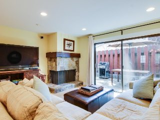 Cozy lakefront townhouse w/ shared pool & nearby beach access - Tahoe Vista vacation rentals