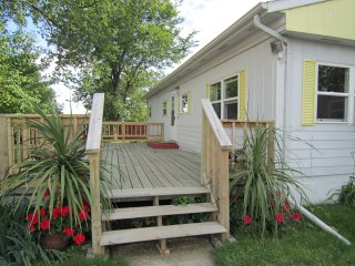 Lovely Cottage with Deck and Internet Access - Pingree vacation rentals