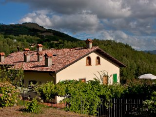 Cozy apartment with balcony overlooking the mountains - Cutigliano vacation rentals