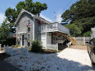 Bright 3 bedroom Bourne House with Deck - Bourne vacation rentals