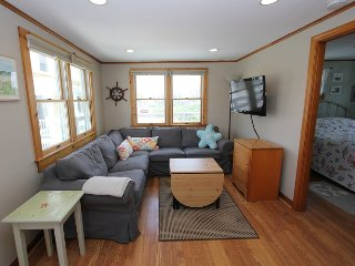 Comfortable Cottage with Deck and Internet Access - East Sandwich vacation rentals