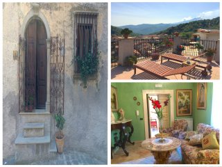 PALAZZO CUTRUFELLI 1870 with view. Free Wi-Fi - Graniti vacation rentals