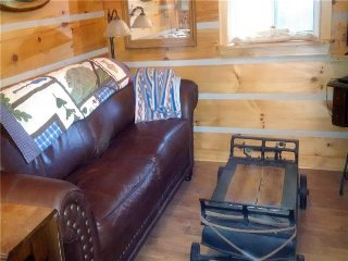 Bright Cottage in Kincardine with Internet Access, sleeps 4 - Kincardine vacation rentals