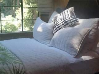 Comfortable 3 bedroom House in Guerneville with Internet Access - Guerneville vacation rentals