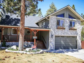 Lovely 3 bedroom House in Big Bear City with Hot Tub - Big Bear City vacation rentals