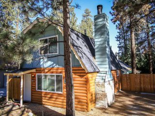 Bright 4 bedroom Big Bear Lake House with Fireplace - Big Bear Lake vacation rentals