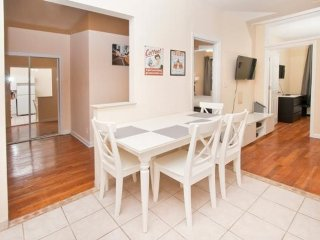 BEAUTIFUL AND SPACIOUS 2 BEDROOM, 1 BATHROOM APARTMENT - New York City vacation rentals
