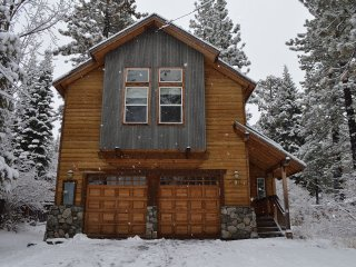 Walk Everywhere in Tahoe City! Elevator! Hot Tub! - Tahoe City vacation rentals