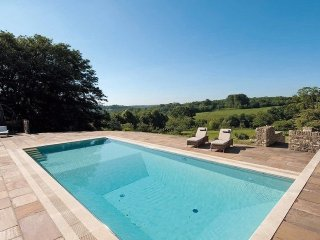 Lovely House with Internet Access and Shared Outdoor Pool - Bisley vacation rentals