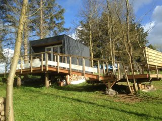 Romantic 1 bedroom Gommenec'h Tree house with Internet Access - Gommenec'h vacation rentals