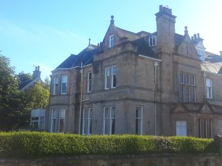 Victorian Town Mansion/sleeps 16/7 bath/near beach - Ayr vacation rentals