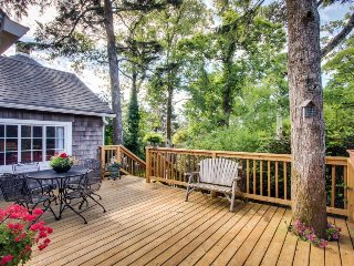 Charming cottage w/ beautiful landscape & easy beach access! - Seaside vacation rentals
