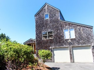Luxury home w/ private hot tub, ocean views, & home theater - dog friendly, too! - Waldport vacation rentals