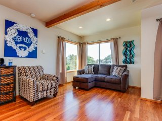 Bright, modern home w/ ocean view & entertainment - beach access nearby! - Depoe Bay vacation rentals