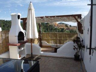 petite maison mitoyenne avec terrasse - Cala Vadella vacation rentals