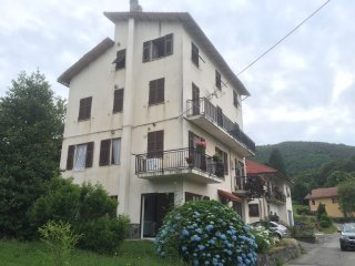 Ground floor 1 bedroom apartment ( garden/ parking - Urbe vacation rentals