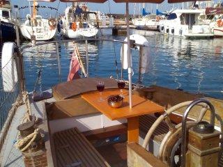 Port Torredembarra - Classic wooden sailing yacht - Torredembarra vacation rentals