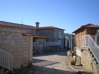 Casa do Castelo de Fermedo com seis quartos - Arouca vacation rentals