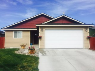 Cute 3 Bed, 2 Bath in the Heart of Baker City! - Baker City vacation rentals