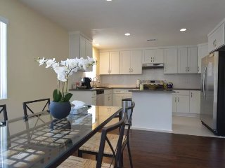 2 Story Modern Only Minutes From Old Town Pasadena - Pasadena vacation rentals