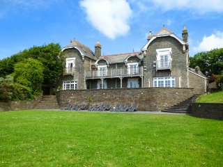 THE OLD VICARAGE, large Victorian house, en-suites, east wing, games area, in Malborough, Ref 935605 - Malborough vacation rentals