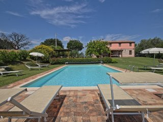 Comfortable 4 bedroom Villa in Arcevia with Internet Access - Arcevia vacation rentals