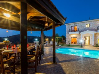 Lovely 4 bedroom Villa in Lysos with Internet Access - Lysos vacation rentals
