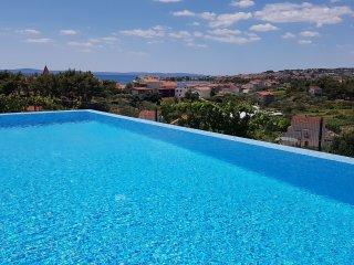 Seventh Heaven Apartments - Split vacation rentals