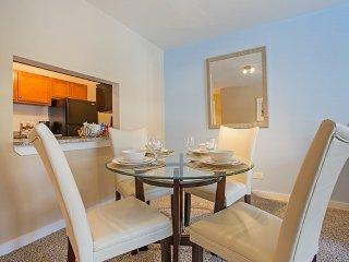2 bedroom Condo with Internet Access in Oak Park - Oak Park vacation rentals