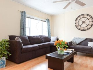 Furnished 3-Bedroom Apartment at 28th St & 39th Ave Queens - New York City vacation rentals