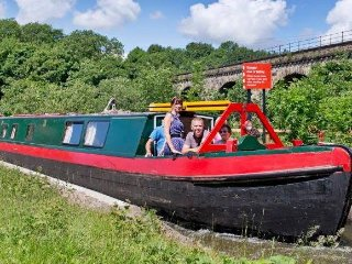 """Hazel"" 100 year old wooden canal narrow boat. - Manchester vacation rentals"