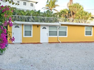 Beachside Studio Located Across from Main Beach and Half Mile to Village - Siesta Key vacation rentals