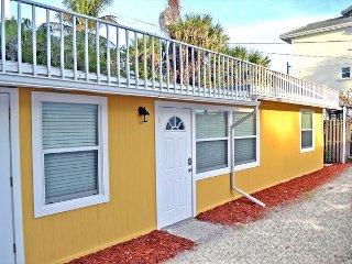 Spacious Renovated 1 Bedroom Siesta Key Beachside Vacation Rental Getaway - Siesta Key vacation rentals
