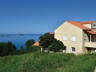 Seaview Fine & Spacious Apt. Mlini - Plat vacation rentals
