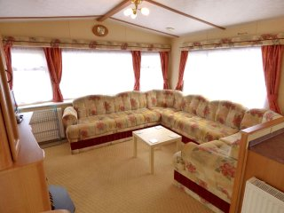 Comfortable Caravan/mobile home with Game Room and Television - Skegness vacation rentals